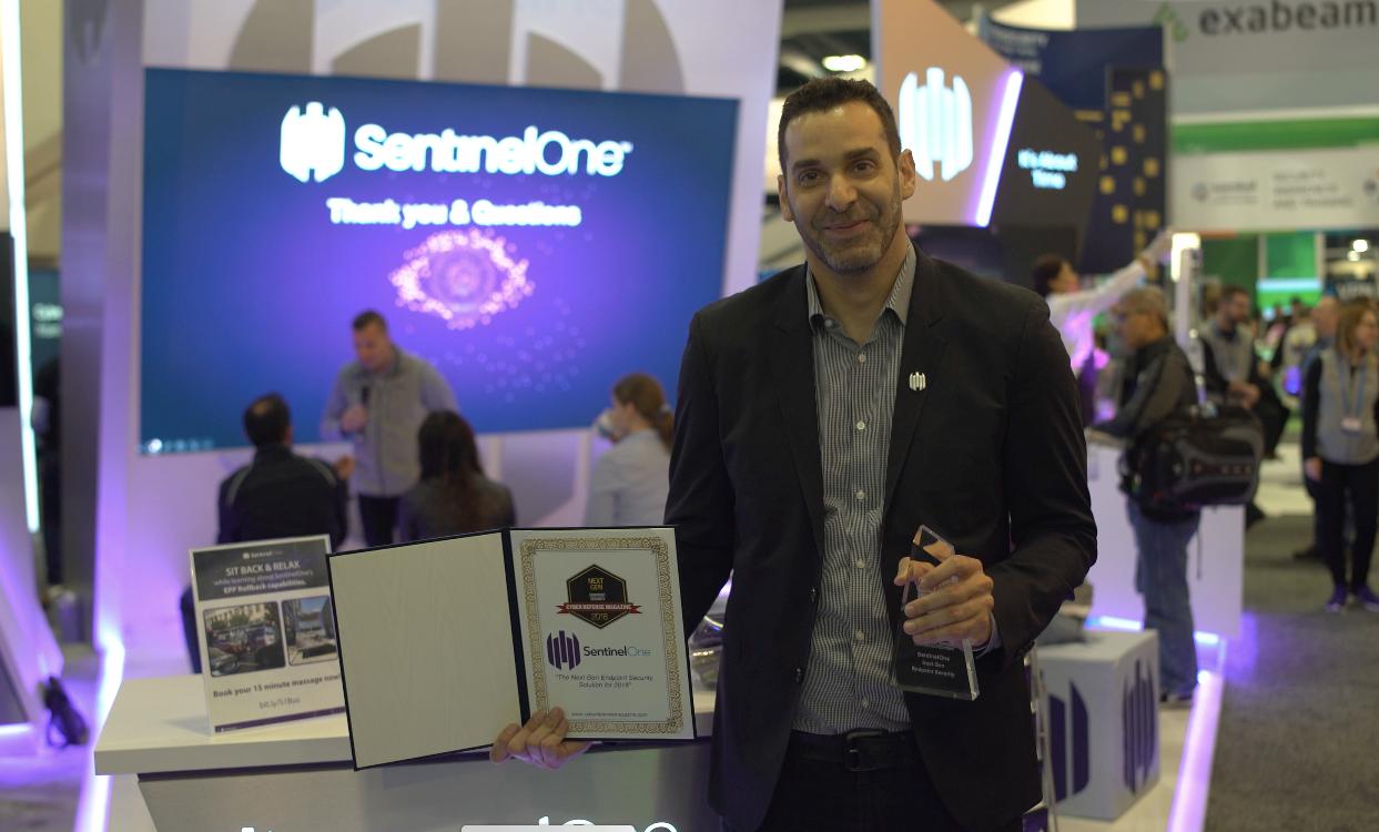 SentinelOne CEO, Tomer Weingarten, receives the award